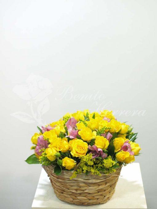 Cesta de rosa mini amarilla 3