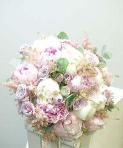 Bouquet variado con peonias 4