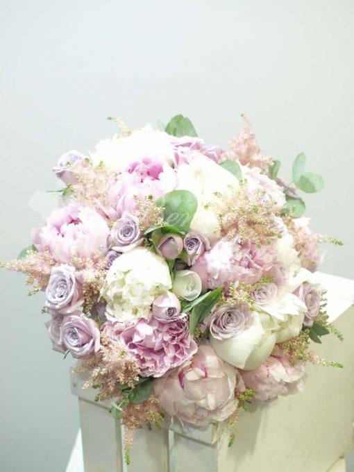 Bouquet variado con peonias 3