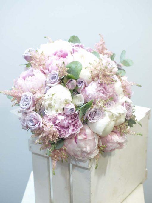 Bouquet variado con peonias 2