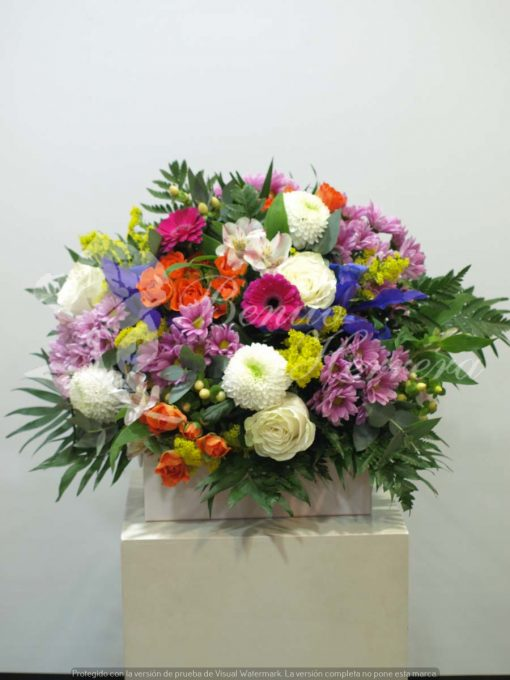 Bouquet variado con rosas ramificadas 3
