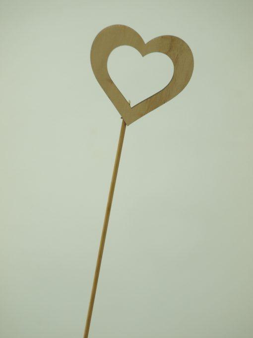 Corazón de madera para añadir a tus flores 3