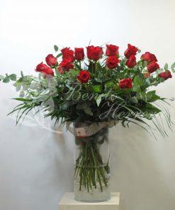 Jarrón de cristal con 24 rosas 4