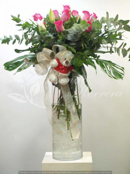 Jarrón de cristal con 12 rosas y oso 2
