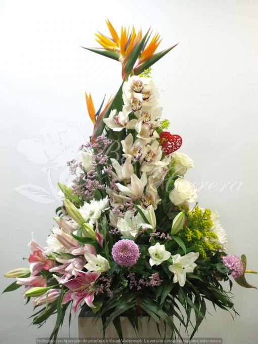 Centro de orquídea flor variada y corazón 3